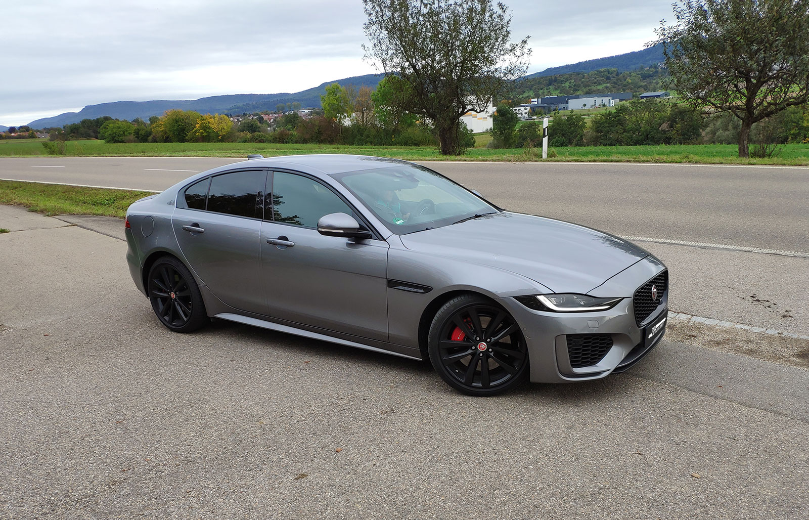 The new Jaguar XE 25t in the test